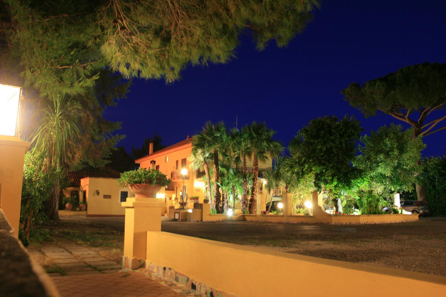 La Villa di Notte - The Villa in the night.JPG